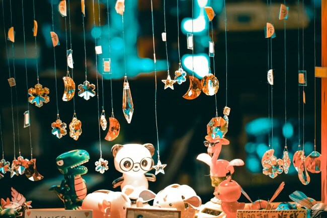 picture of hanging deco and toys